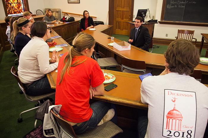 First-Year Interest Groups met throughout the fall for a variety of activities, including the Law & Policy FIG having lunch and a discussion with State Rep. Steve Bloom.