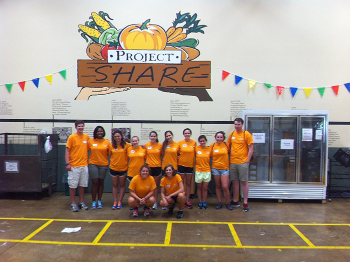 The FYEX Pre-Orientation Group serving at one of our community partners, Project Share.