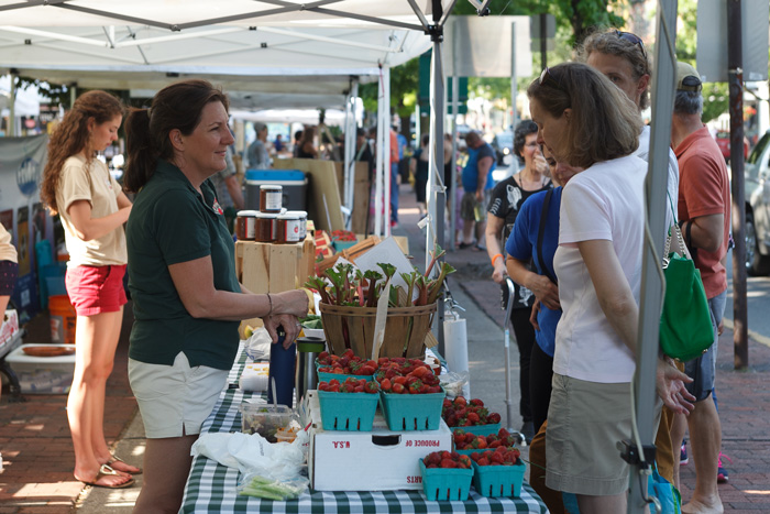 shoppers hit the farmers market