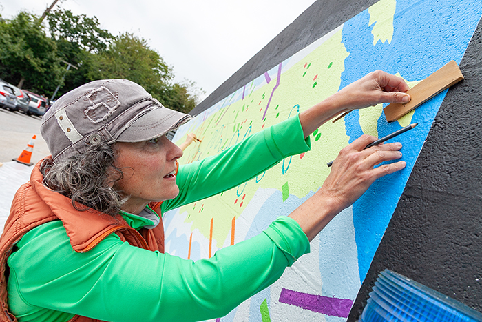 Philadelphia artist Deirdre Murphy works with scientists, in the field and in the lab, and creates artwork that communicates their findings. Photo by Carl Socolow '77.