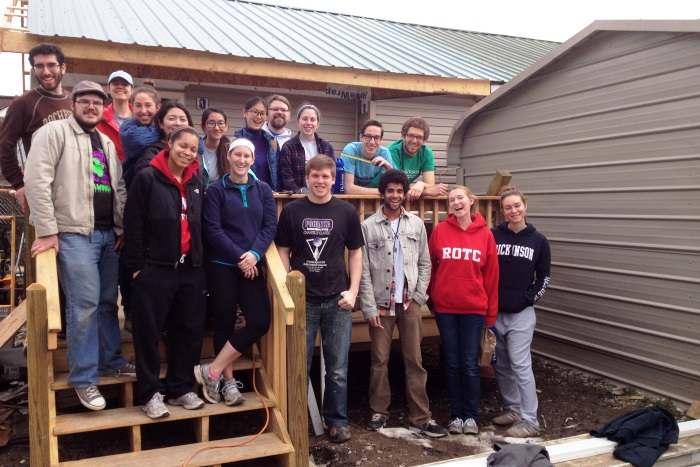 A group of students traveled to Kentucky for spring break to do community service.