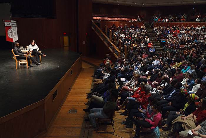 David Oyelowo speaks to an audience of about 800 in the Anita Tuvin Schlechter Auditorium. Photo by Carl Socolow '77.