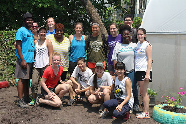 Students on a spring break service trip to Belize.