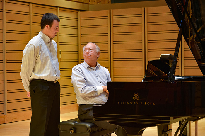 Internationally acclaimed pianist Barry Snyder, the recipient of the 2016 Arts Award, delivers pointers during a masterclass in Rubendall Recital Hall. Photo by A. Pierce Bounds '71.
