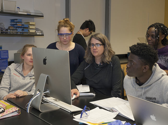 Student_Faculty_Research_Biology_Genetics_Lab_20180302_1032_700.jpg