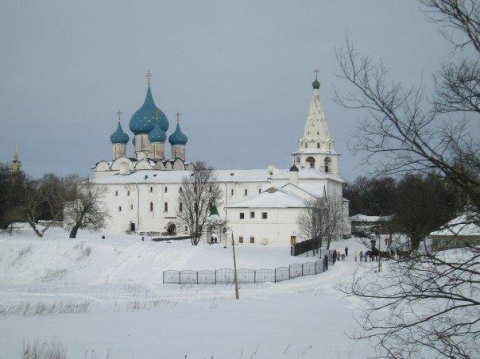 picture of suzdal kremlin in winter