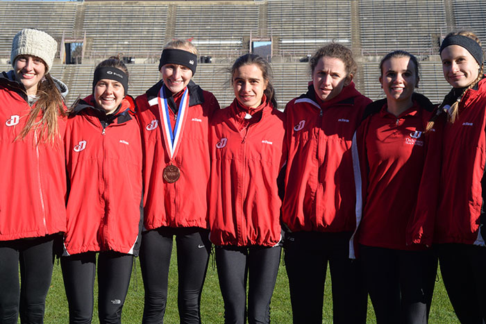 some members of rht women's cross country team