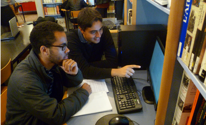 students tutor students at the multicultural writing center in Toulouse.